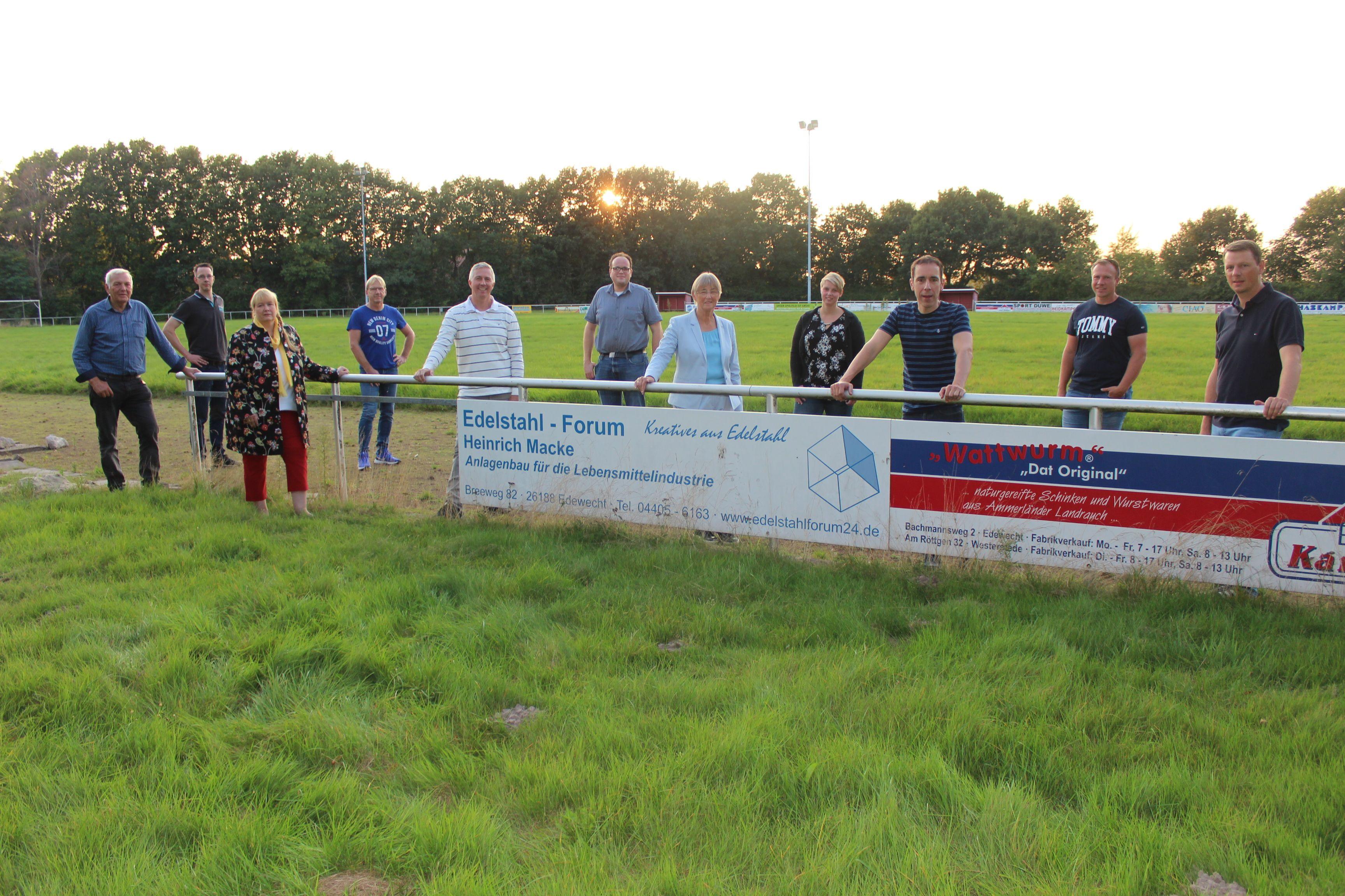 Mitglieder der CDU-Fraktion beim alten Stadion